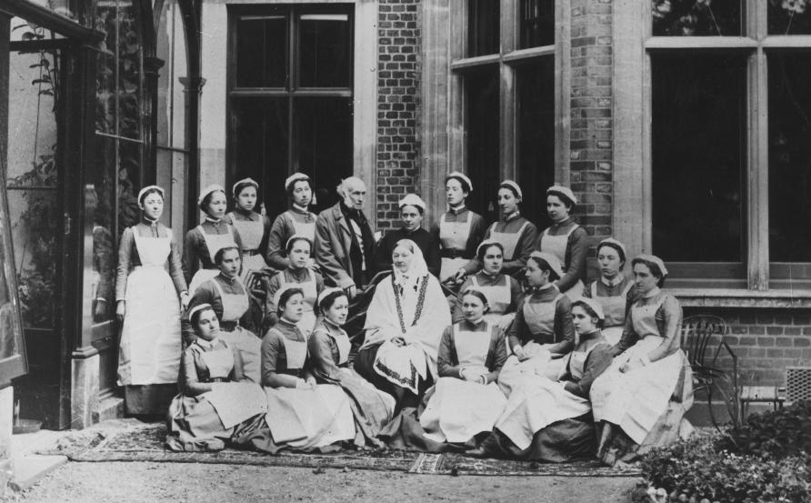 Florenge Nightingale surrounded by other nurses